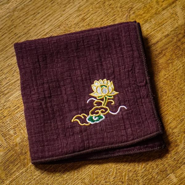 Чайное полотенце «Бордовый лотос» 23×26 см фото