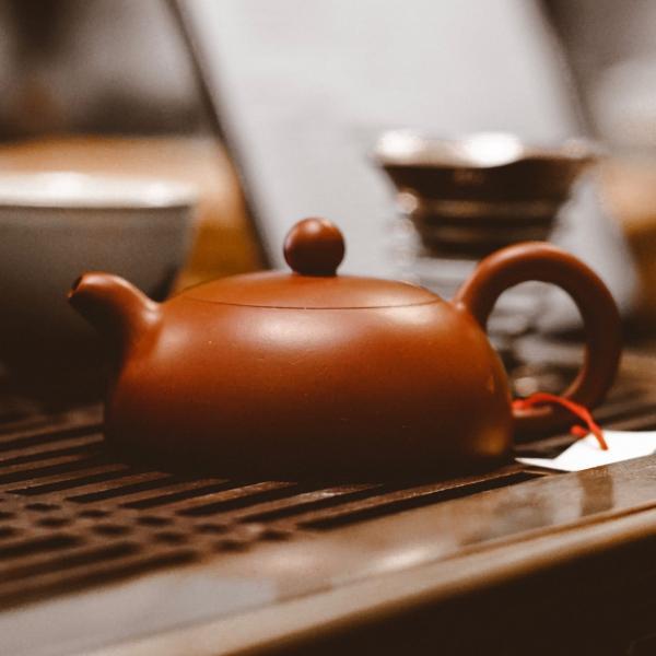Исинский чайник «Дэ Чжун Цин Шуй Ни» из исинской глины 120 мл фото