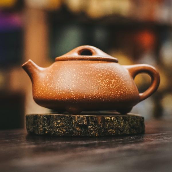 Исинский чайник «Сан Цзу Ши Пяо Цзянь По Ни» из исинской глины 225 мл фото