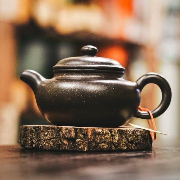 Исинский чайник «Фан Гу Сюэ Хуа Ша» из исинской глины 190 мл фото